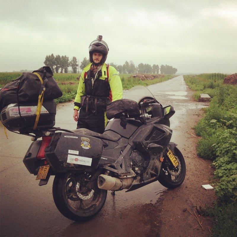 Встречаются байкеры-путешественники