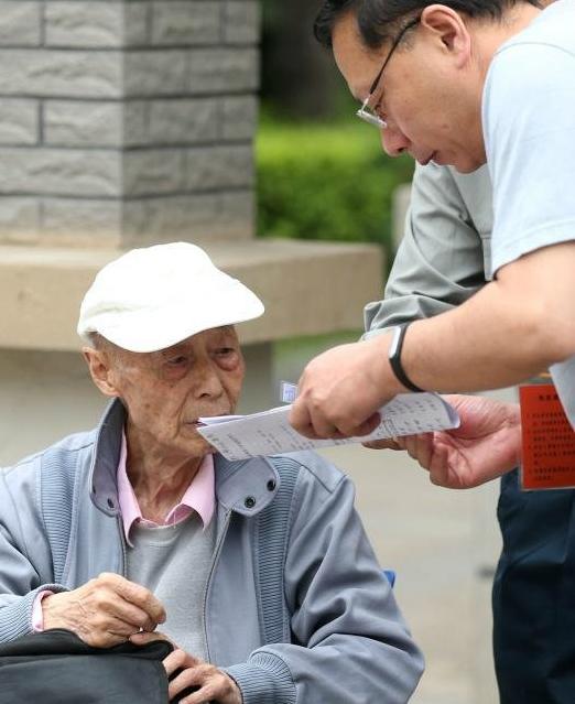 дедушка из Китая сдает экзамен в 86 лет