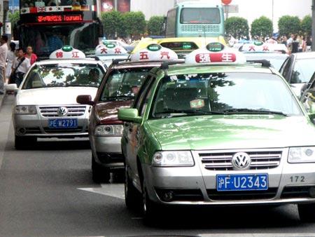 Шанхайские такси - клоны. Источник: www.wantchinatimes.com