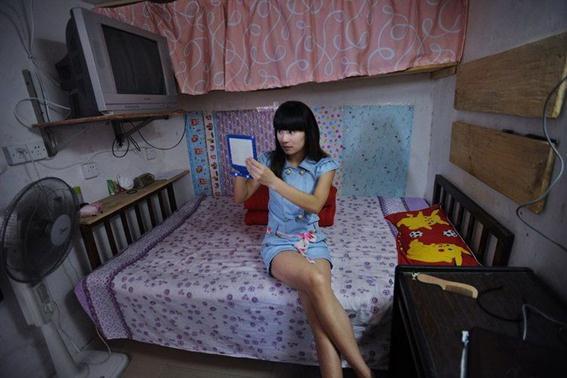 Китаянка снимает крошечную квартиру