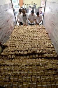 Трудно представить себе удивление продавцов! Источник: shanghaiist.com