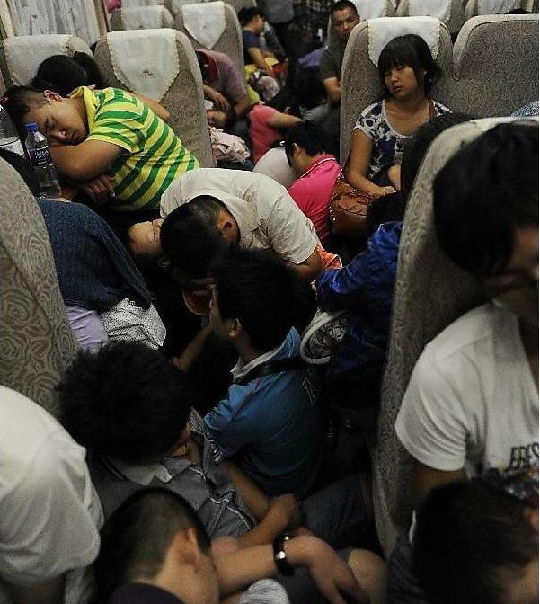 Толпа в китайском автобусе