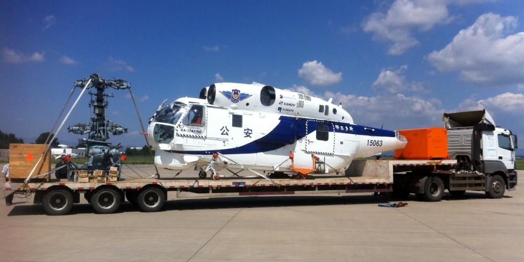 Вертолет готовый к перевозке по земле