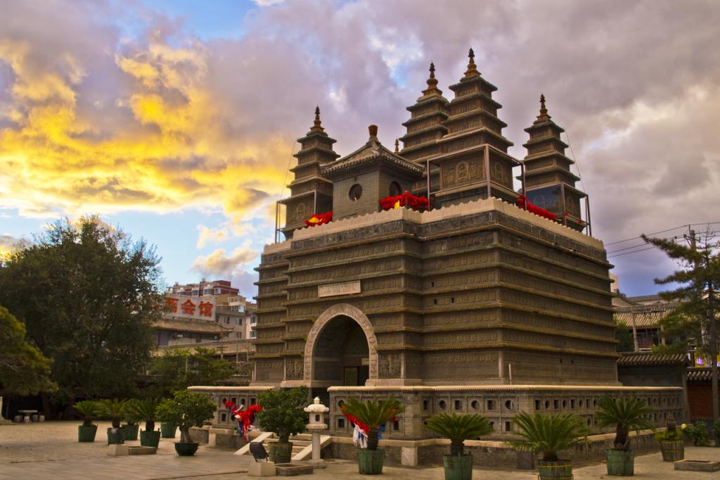 Храм пяти пагод в Хоххоте