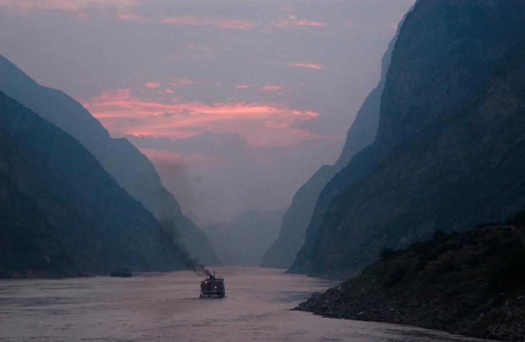 Река Янцзы - крупнейшая водная артерия Китая. Источник: masterok.livejournal.com/