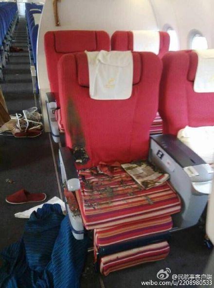 Салон рейса ZH 9648 «Шэньчжэньских Авиалиний» после того, как экипажу и пассажирам удалось нейтрализовать пассажира, пытавшегося повредить самолёт объектов.