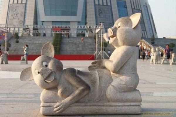 Если что, это массаж. Источник: chinasmack.com