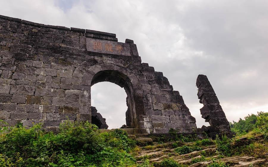 Эти развалины - все, что осталось от исторической крепости. Источник: Развалины Тусы теперь под охраной ЮНЕСКО. Источник: english.cntv.cn