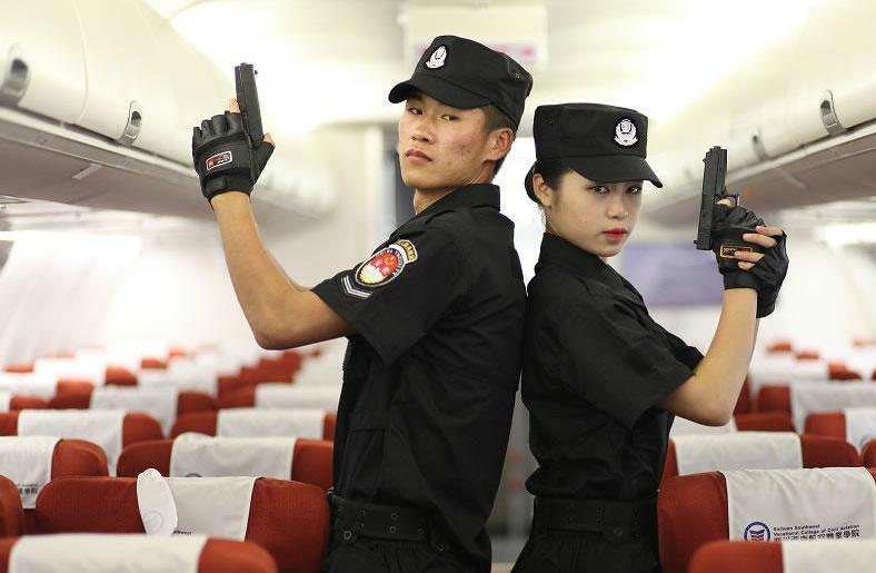 китайские бортпроводники