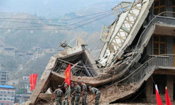 Китайский завод, разрушенный в результате оползня