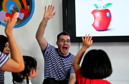 Преподавание в Китае - это быстрые и стабильные деньги. Источник: takungpao.com