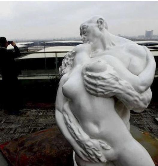 Статуя для взрослых. Источник: chinasmack.com