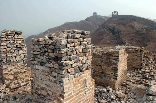 Великую стену растаскивают на кирпичи. Источник: en.people.cn