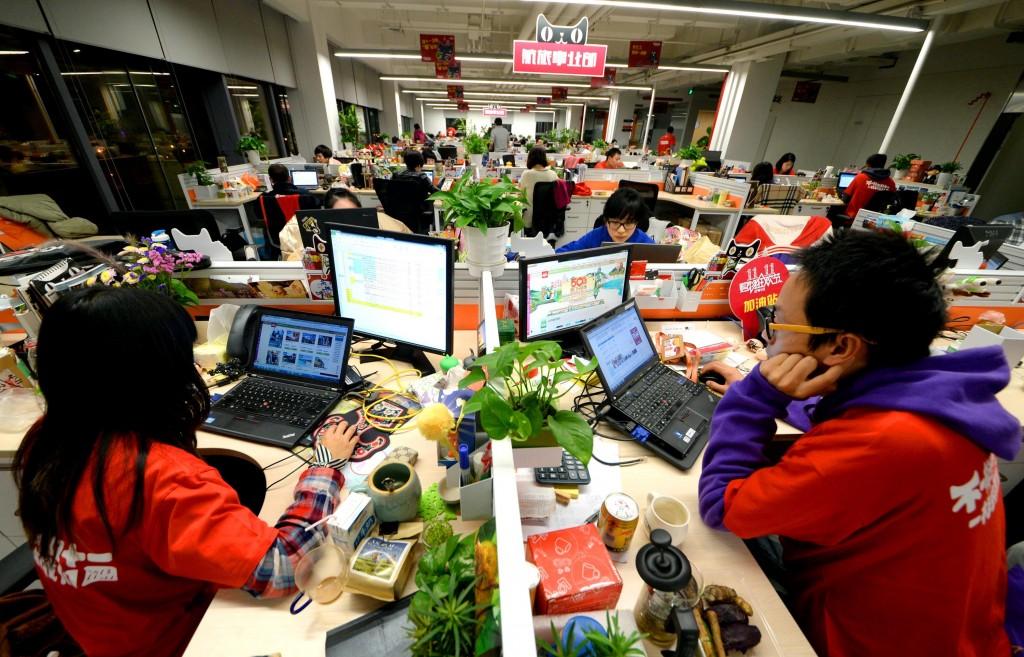 Жители Поднебесной покупают в сети не только продукты, но и одежду, технику... Источник: www.huffingtonpost.com