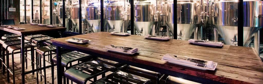 Liquid LAUNDRY - пивоварня в Шанхае. В этих металлических емкостях - танках - варится пиво. Фото: theliquidlaundry.cn