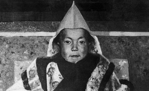 Инициация 14-го Далай-ламы. Источник: www.learntoquestion.com