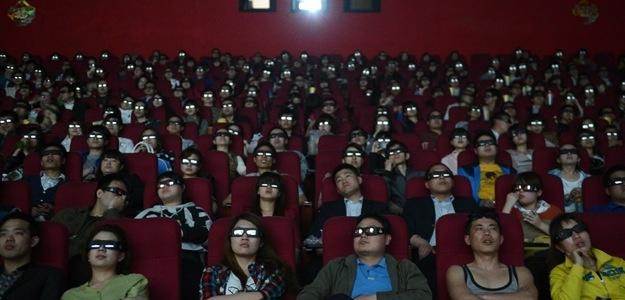 За стоимость билета в Китае можно купить 10 DVD дисков с фильмами. Источник: www.digitaltrends.com