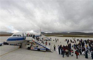 Вокруг аэропорта - горы. Источник: www.skyscrapercity.com