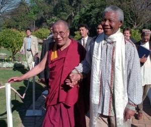 Далай-лама и Нельсон Мандела. Источник: www.learntoquestion.com