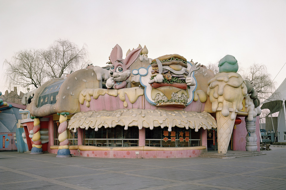 Зловещая зкусочная при парке аттракционов. Источник https://si.wsj.net/