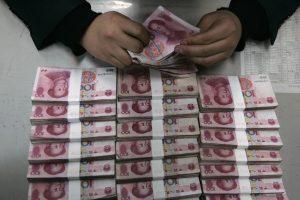 Обычно китайцам приходится ходить с пачкой банкнот. Источник: mmbiztoday.com