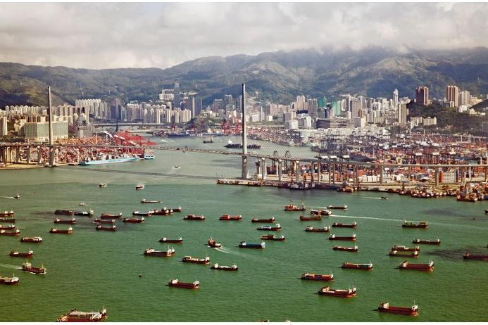 Гонконг находился под британским правлением около 100 лет/ И только в 1997 году Дэн Сяопин вернул ему статус китайского округа. Источник www.geo.ru