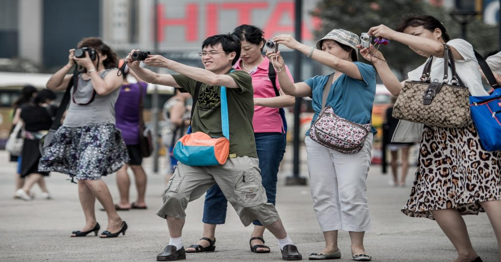 Китайских туристов невозможно не заметить