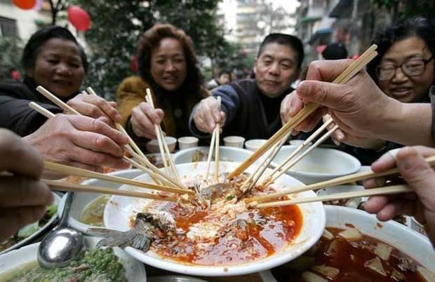 Туристы из КНР даже в поездках питаются китайскими блюдами