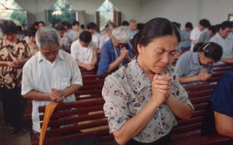 Китайцы уверены: никто не может запретить им верить и молиться. Источник www.rightspeak.net