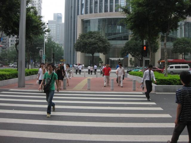 Китайские водители добивают пешеходов, чтобі избежать сурового наказания. Источник vk-87.livejournal.com