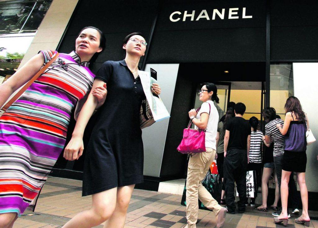 Китаянки скупают одежду luxury-брендов