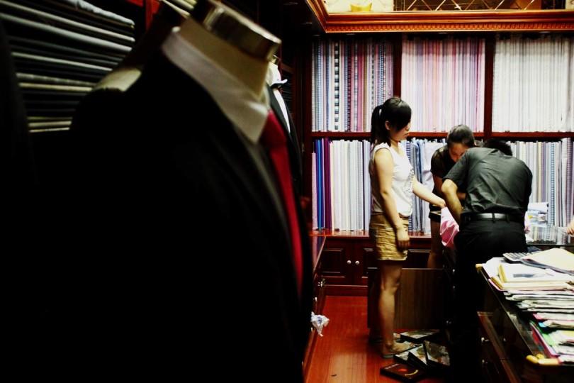 На рынке могут пошить костюм на заказ за пару дней