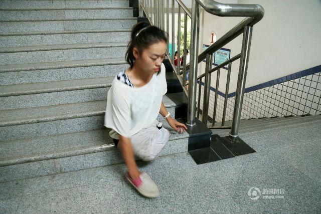 Дедушка сказал ей, что семья не сможет заботиться вечно. Источник: shanghaiist.com