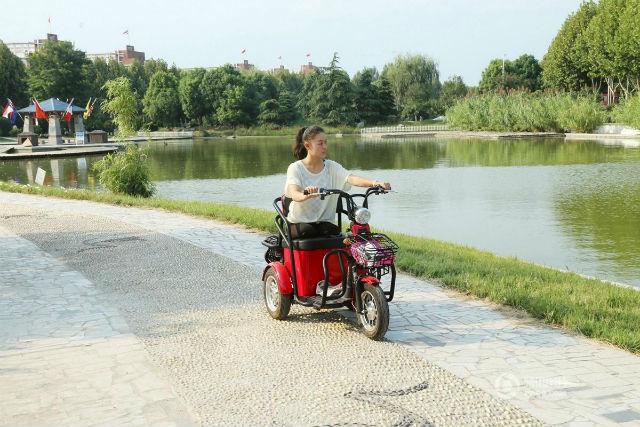 Она надеется найти свой путь. Источник: shanghaiist.com