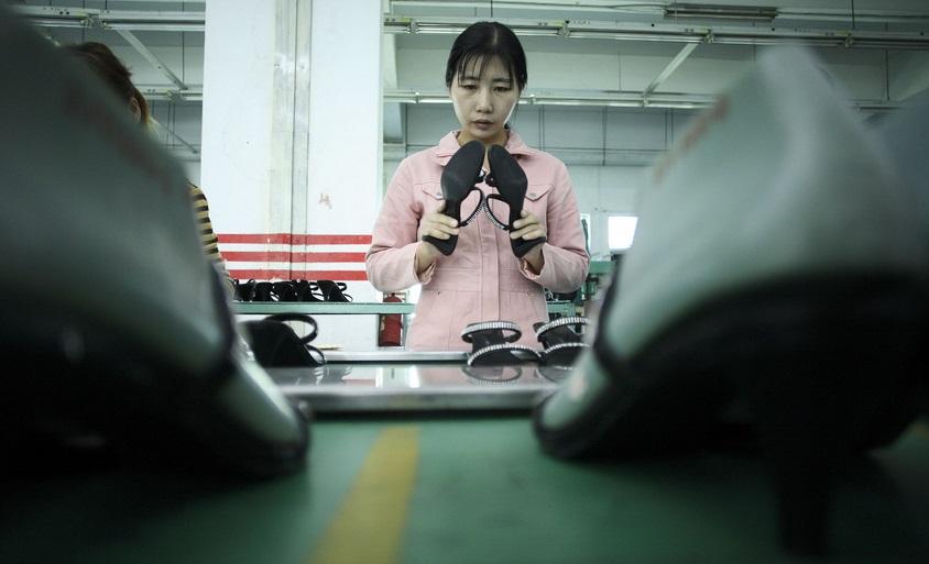 В Дунгуане огромной количество фабрик, где работают одинокие девушки, жаждущие любыми путями выйти замуж до 27 лет. Источник https://ekd.me/
