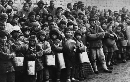 """В результате """"Большого скачка"""" от голода умерло около 45 миллионов китайцев. Источник cdn.dipity.com"""