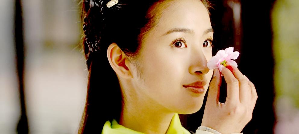 Ариэль Линь в роли Хуан Жун в сериале «Легенды о героях Кондора» (2008)