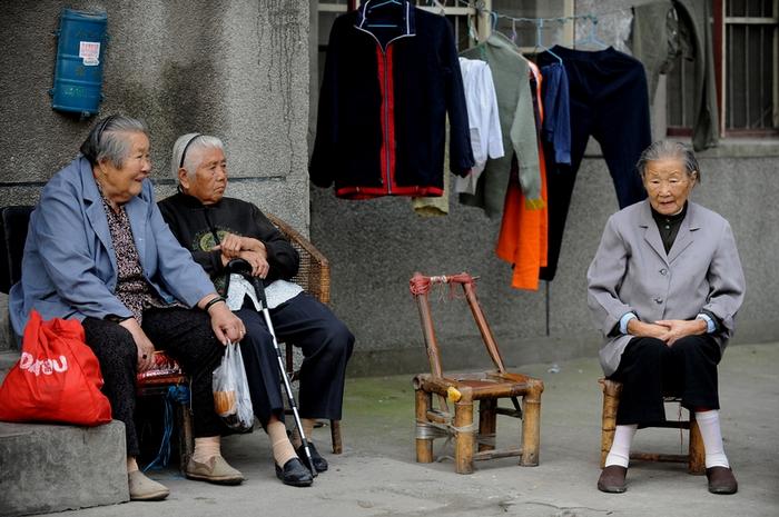 Китайская нация стареет, а китайские бабушки и товары для бабушек набирают все большую популярность! Фото sinocom.ru