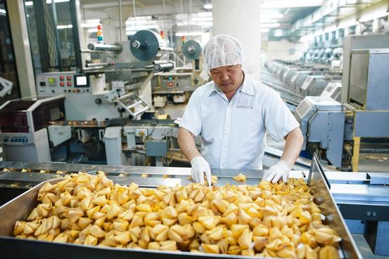 на производстве печенья с предсказаниями