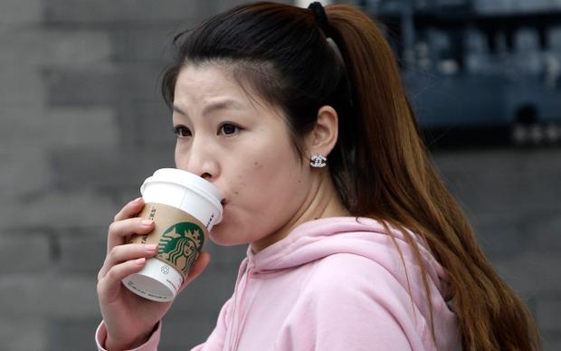 Некоторые китайцы называют себя жуткими кофеголиками, при этом выпивают 1 среднюю чашку латте в день. Слабаки! Фото: china.org.cn