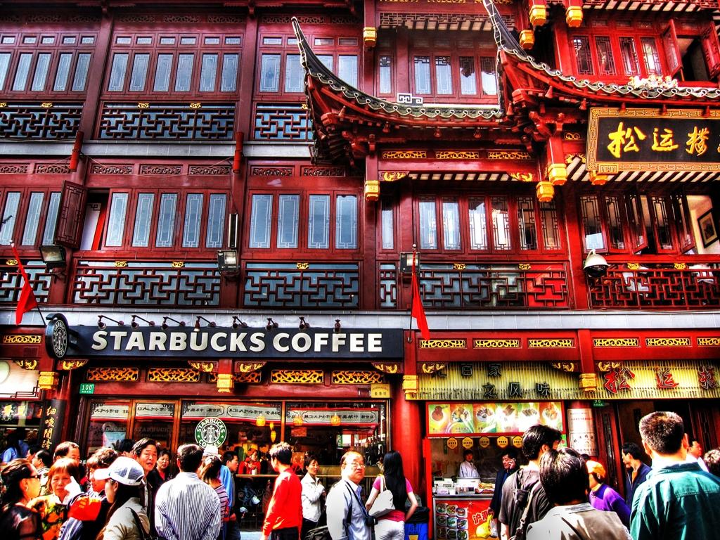 Смотрю на гигантскую очередь и понимаю, что Старбакс на полную реализовал свой потенциал в Китае! Фото starbucks.com.cn