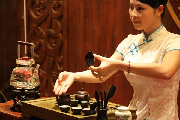 Опасайтесь чайных церемоний и других посиделок в компании незнакомых китайцев
