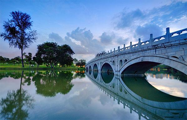 Этот сингапурский китайский сад самый крупный в мире! Фото: Китайский сад в Сингапуре создан по всем канонам лучшими китайскими мастерами. Фото: theworldofchinese.com