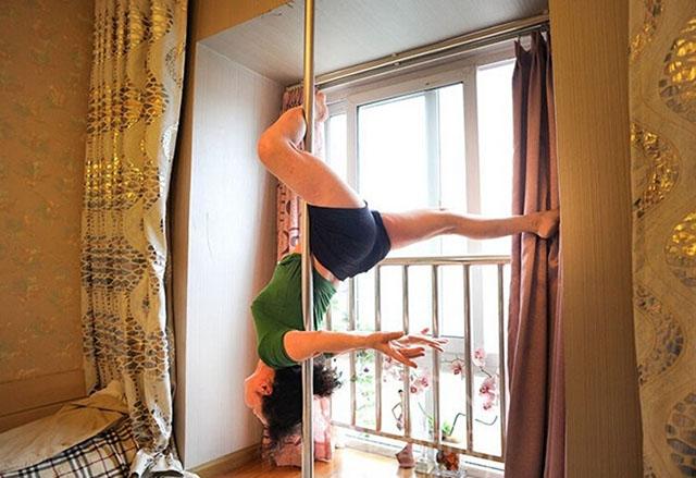 grandma-poledancer