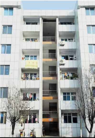 В таких домах, построенных в 1992-м, проживает около 960 семей. Фото: theworldofchinese.com
