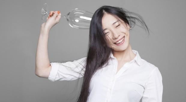Ничего необычного. Просто пьяная китаянка. Фото: Как избежать бодун. Фото: jingdaily.com