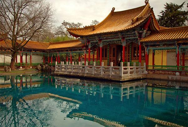 Основной акцент в этом саду сделан на воду. Фото: theworldofchinese.com