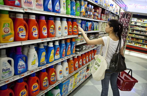 A shopper reaches for Procter & Gamble Co. Tide brand laundry detergent at a supermarket in New York, U.S., on Tuesday, Aug. 3, 2010. Procter & Gamble, the world's largest household-products maker, forecast first-quarter profit that fell short of analysts' projections as some consumers limit spending on name brands. Photographer: Ramin Talaie/Bloomberg