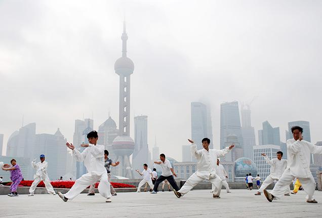 По примеру китайцев можно проводить зарядку на свежем воздухе