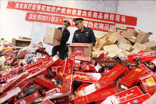 Вот так китайцы борются с контрафактом. Или делают вид, что борются... Фото: chinabusinessreview.com